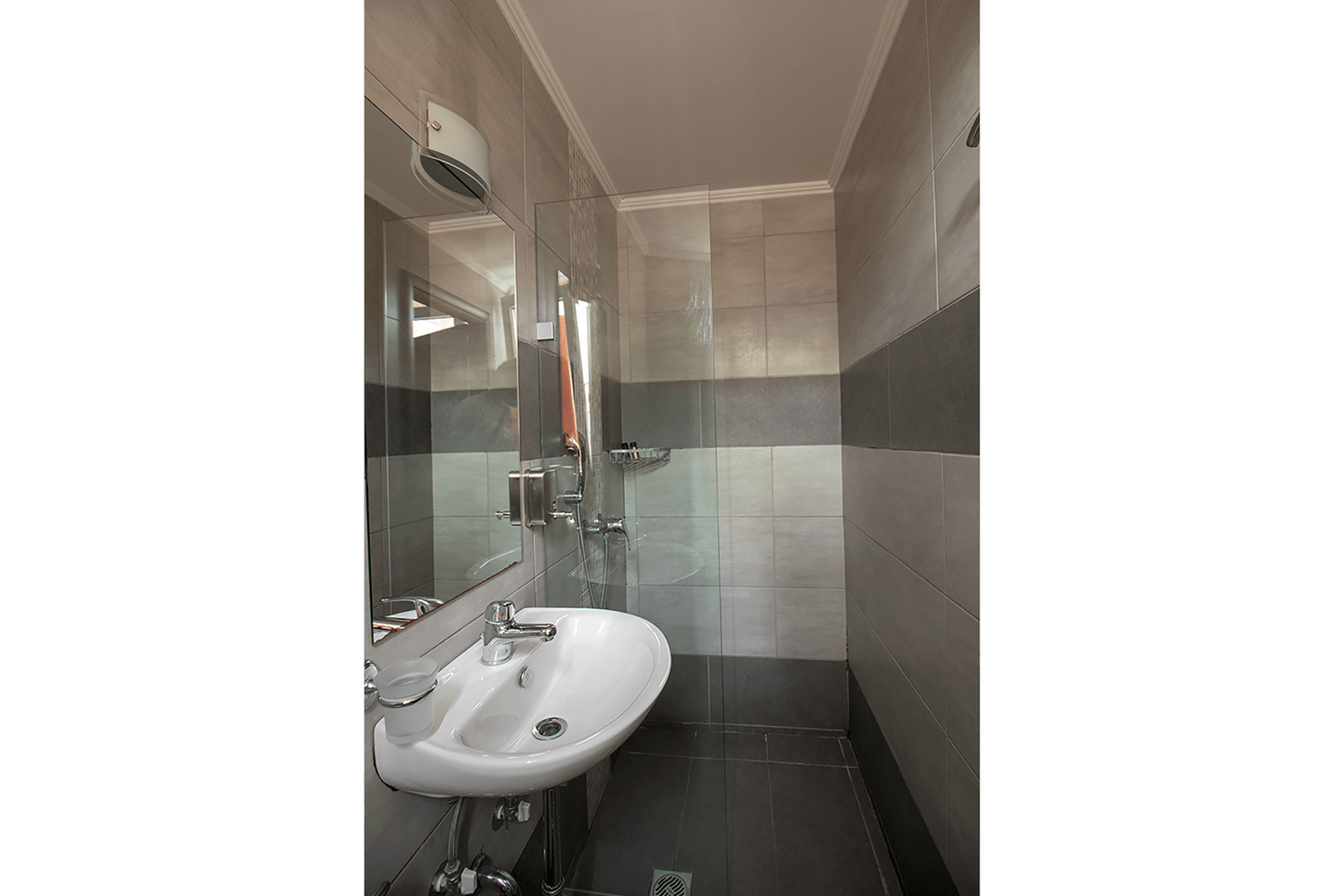 twin-room-cosmopolit-hotel-bathroom-2